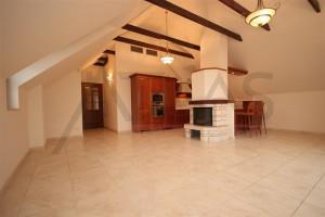 obývací pokoj s kuchyňským koutem - Pronájem luxusního bytu 3+kk, 111 m2 v novostavbě s bazénem Praha 6 - Troja