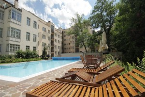 Building has a beautiful pool - For Rent: Furnished 2-BD Apartment Prague 2 - Vinohrady, Italska street