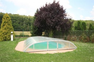 Outdoor pool - For Rent: 6-bedroom House 250 sqm Prague 6 - Nebusice