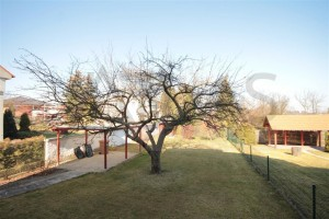 Spacious backyard - For Rent: 4-bedroom Family House, Nebusice, near ISP