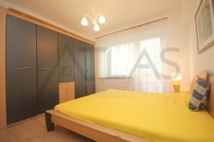hlavní ložnice s manželskou postelí a velkou šatní skříní v bytě 4+1, 90 m2 na pronájem Praha 6 - Břevnov, ulice Na Petynce