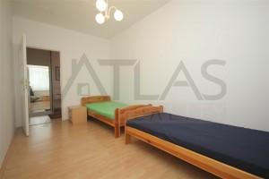 dětská ložnice se dvěma postelemi v bytě 4+1, 90 m2 na pronájem Praha 6 - Břevnov, ulice Na Petynce