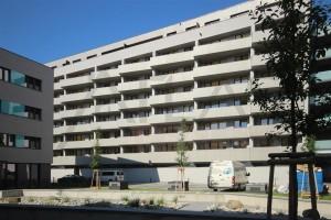 dům pohled z vnitrobloku Pronájem zařízeného bytu 2+kk, 59 m2 Praha 7 - Holešovice, Dělnická