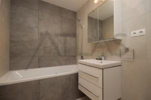 koupelna s vanou Pronájem zařízeného bytu 2+kk, 59 m2 Praha 7 - Holešovice, Dělnická