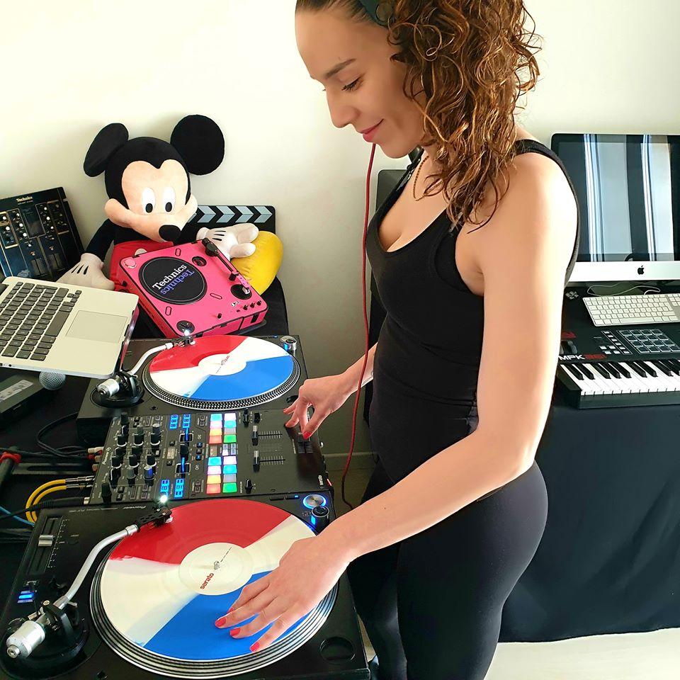 DJ Lady Style je dobrá ale má ploché nohy