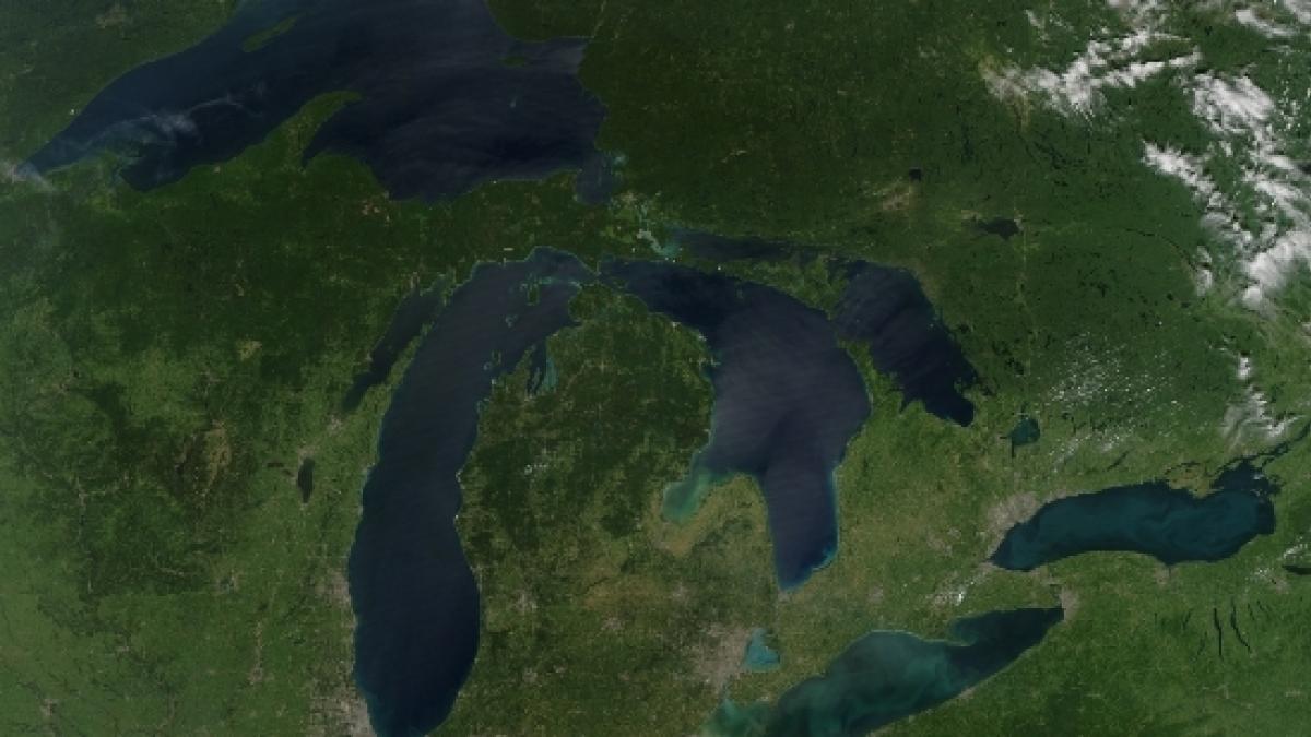 kongresmana Tima Walberga podporuje program obnovy infrastruktury Velkých jezer a s tím spojená pracovní místa