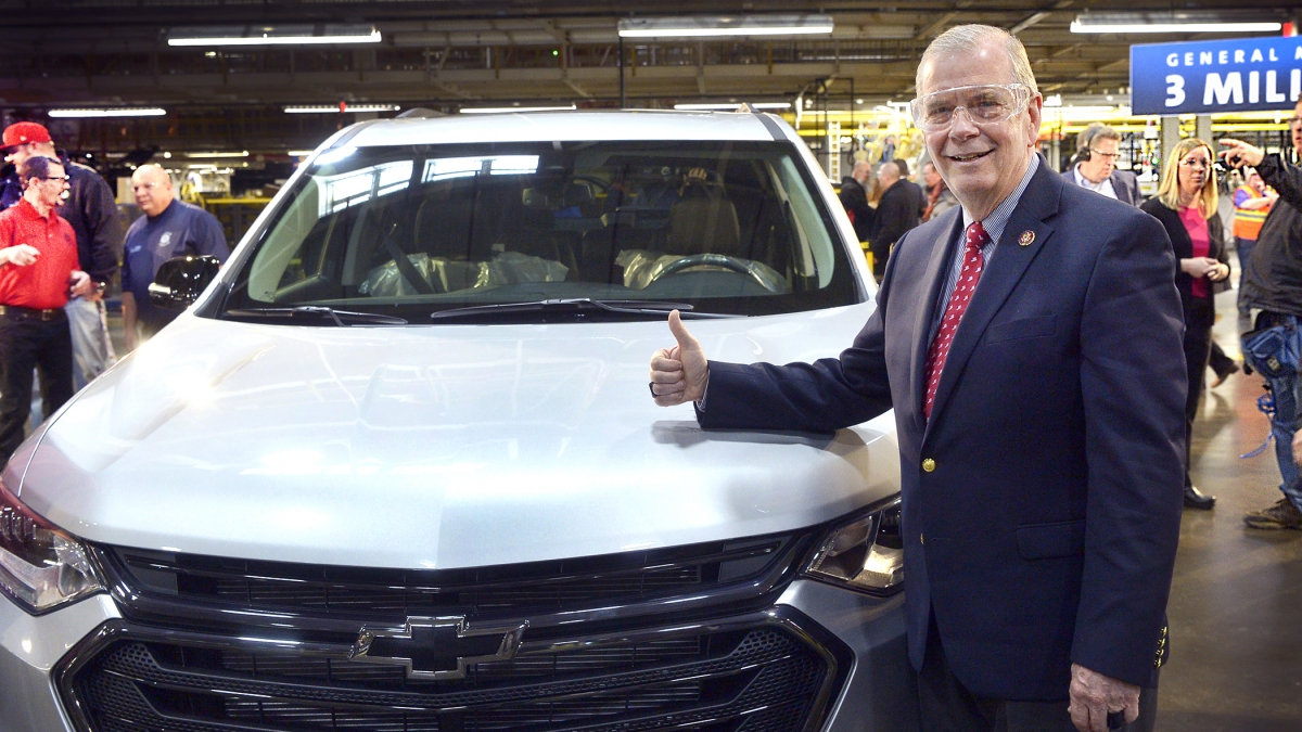 Kongresman Tim Walberg chvaluje investici 100 milionů $ v továrně General Motors do montážního závodu Delta Township