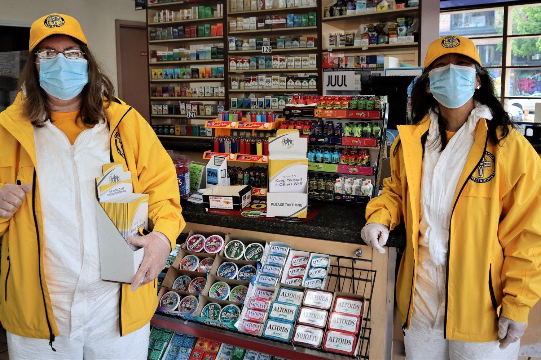 Scientologičtí dobrovolní duchovní pomáhají místním podnikům v Seattlu