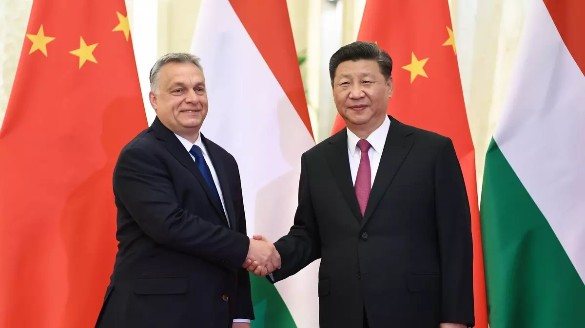 Čínský prezident Si Ťin-pching telefonický rozhovor s Maďarským premiérem Viktorem Orbánem