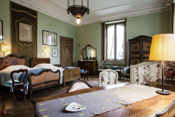 Villa Cernigliaro , která je vázána ministerstvem školství a chráněna vrchním dozorcem architektonického dědictví a krajiny Piemontu
